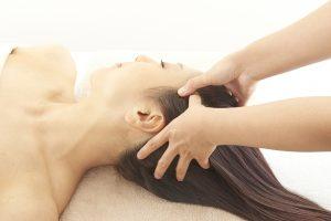 固くなった頭筋を緩めるとお顔のリフトアップも叶う。